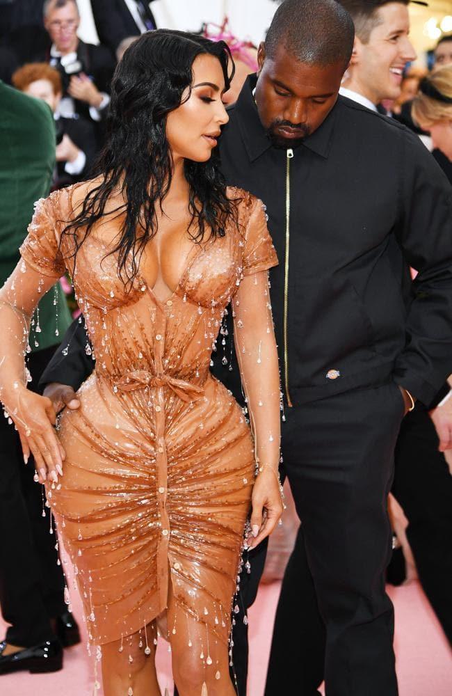 "Kanye West很不爽媒体报道""是卡戴珊先提出离婚 """