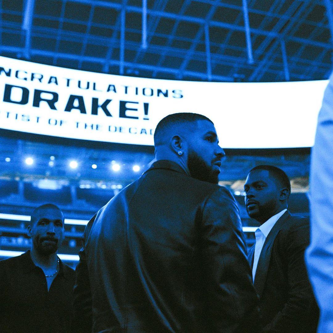 来Drake的私人飞机内部走走 (视频)