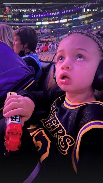 Drake带儿子观看湖人比赛