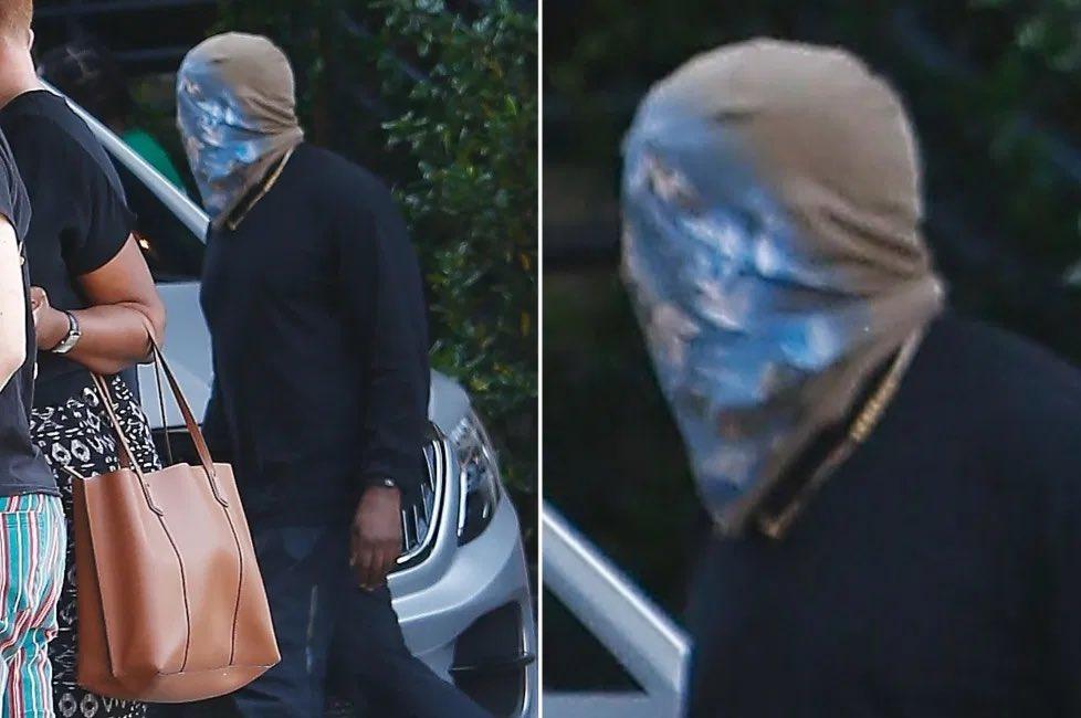 Kanye West现在出街被逼成这副装扮,100%全遮挡