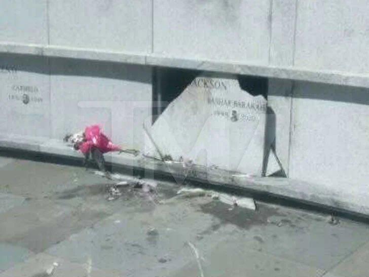 太丧心病狂!!!Pop Smoke墓地遭到人为破坏,且棺材可能被拖出